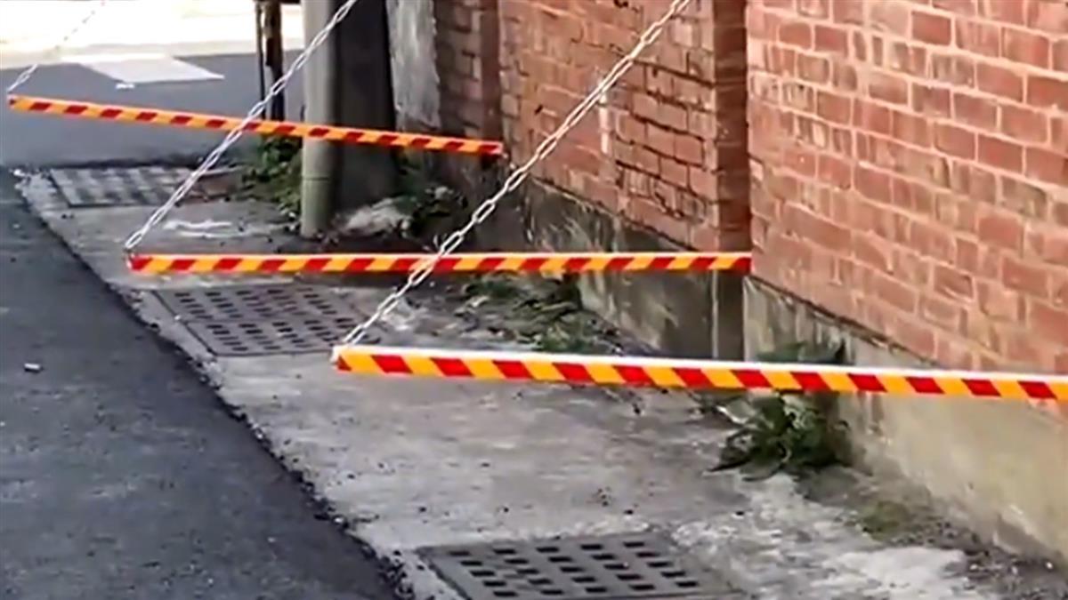 獨/工廠牆邊出現「伸縮桿」 網友熱議:自動升降擋停車?