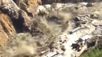 喜馬拉雅山冰川斷裂!衝破大壩恐釀150人亡 災難畫面曝光