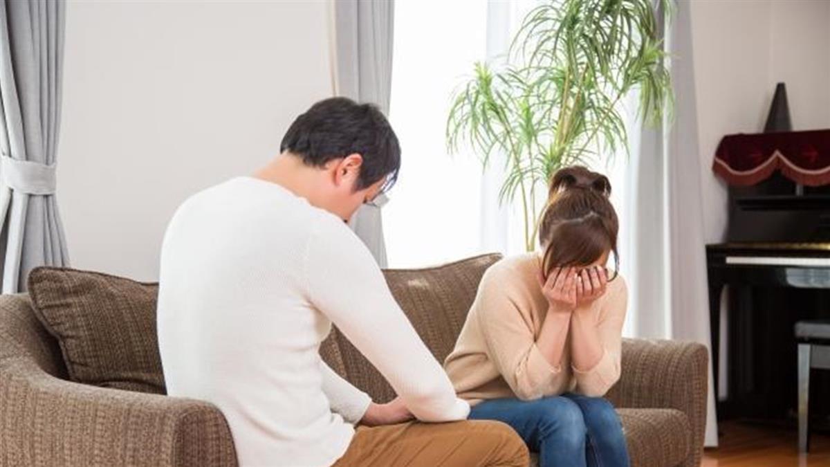 自戀狂女友要求列20優點 男崩潰2週沒碰她:照照鏡子!