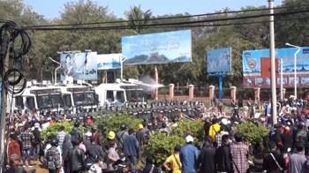 緬甸警方動武驅散抗議群眾 1婦頭部中彈命危
