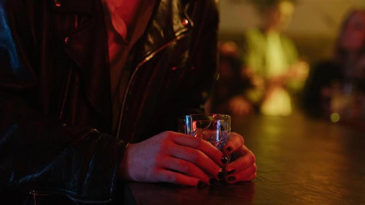 5惡狼約正妹女同學狂飲後性侵 被害人庭訊對質崩潰