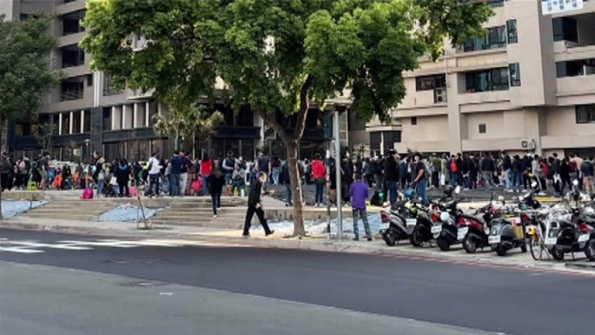 口罩之亂再現!網美藥局排爆擠百人 遭居民投訴