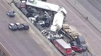 美133輛連環撞 貨櫃車、轎車擠一團釀6死65傷