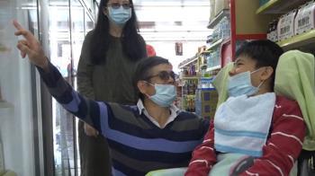 為照顧23歲身障兒 鋼鐵爸求設單槓練身體