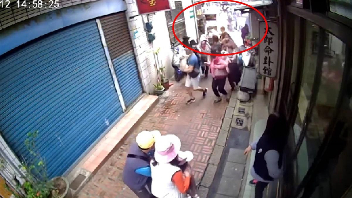 三峽老街攤商換瓦斯氣爆 2遊客遭火燒傷送醫