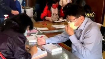潘孟安過年「福安宮」當志工 民眾驚喜搶合照