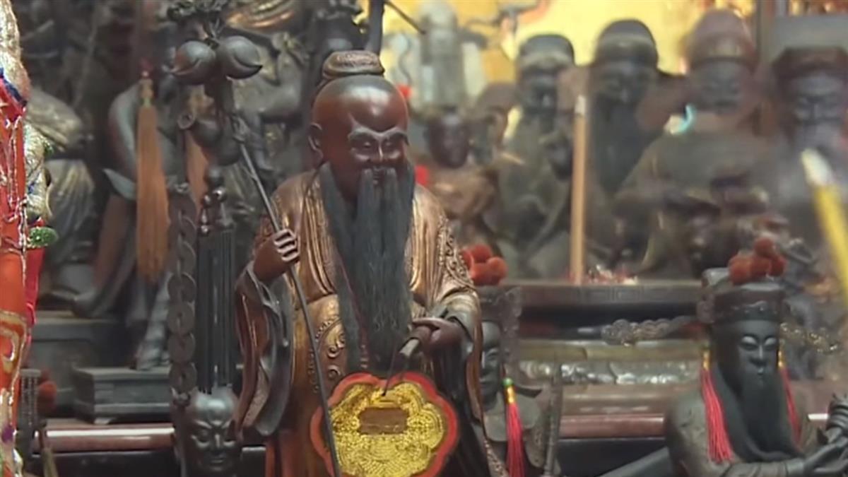 情人節霞海城隍廟參拜民眾多 拜月老有撇步