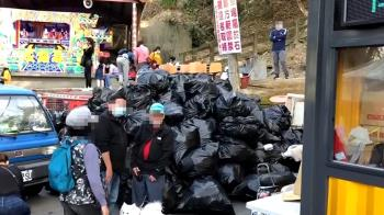 南投「泡麵土地公」變垃圾山!每天狂吃300箱 廟方清到崩潰