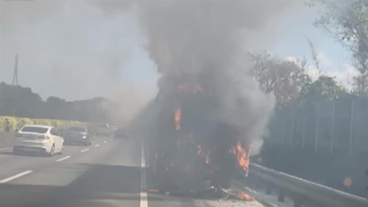 基隆客運國道火燒車 46乘客驚慌竄逃