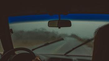 情侶開車衝深山激戰 雪地爽一半被警察逮到送回家