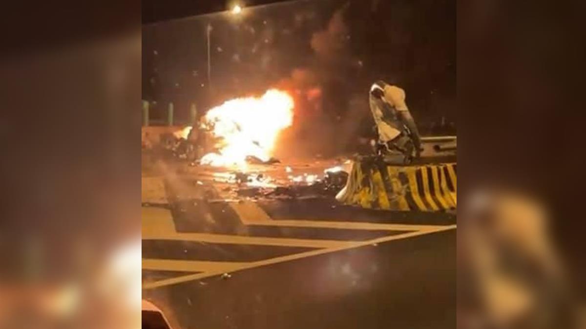 快訊/開工日不平靜!國5轎車清晨撞匝道 下秒起火燃燒1人亡