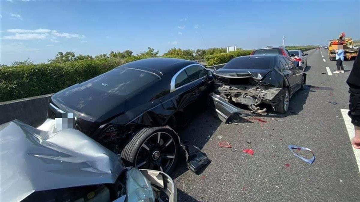 國道2000萬勞斯萊斯被夾殺!8車撞成一團 真相大逆轉