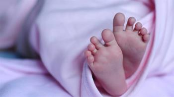 女兒出生「超像婆婆」!媽媽崩潰愛不下去:走路姿勢都一樣