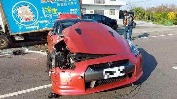 東瀛戰神GTR高速甩尾 失控撞3車「1秒成廢鐵」