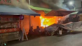 快訊/濃煙密布!嘉義共和市場凌晨驚傳火警 延燒4間房