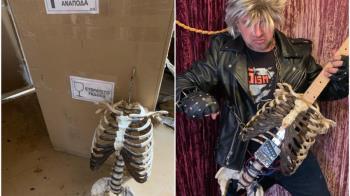 叔叔遺體遭退回!狂男DIY「人骨電吉他」製作過程曝光