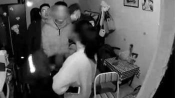 她穿性感睡衣嬌喊「不陪酒就負評」 外送員一摸...警察來了