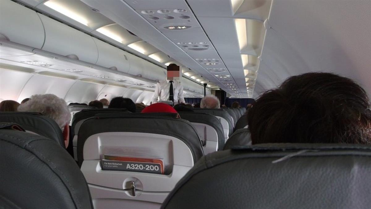 駕駛艙上演SOD!空姐揭機長激戰內幕 自爆:常被點檯要服務