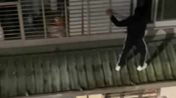 扮蜘蛛人爬牆開窗被誤認賊? 警:友幫屋主拿鑰匙