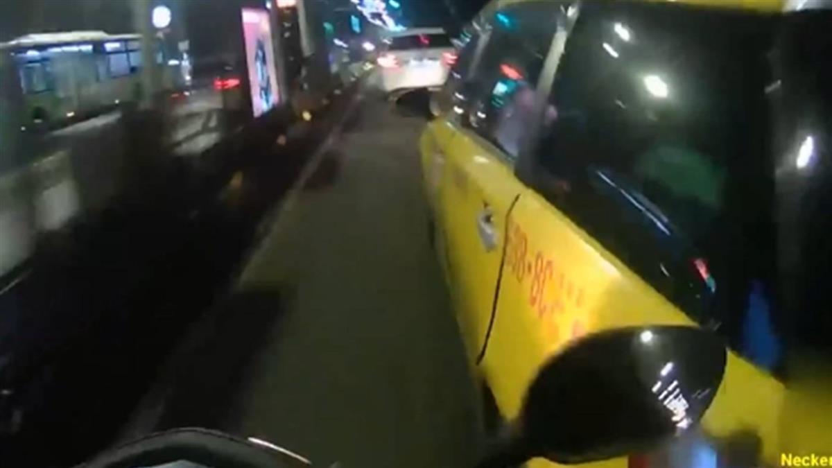 騎士遭計程車2度逼車 怒控:差點死在公車停靠站