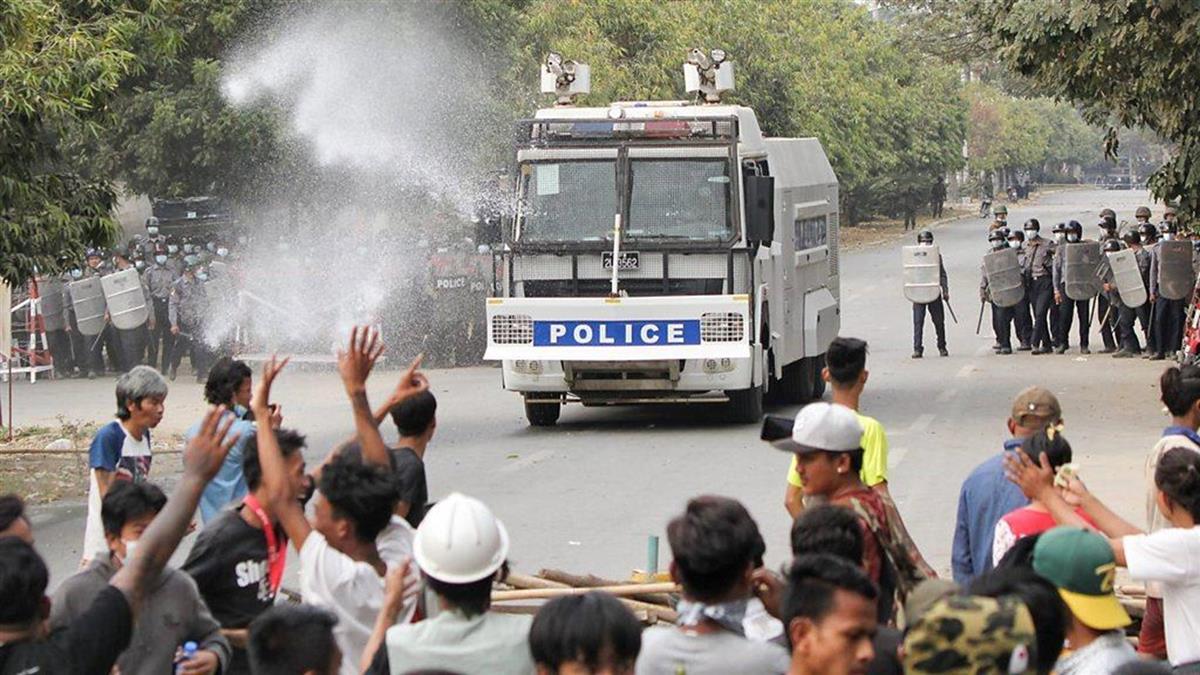 緬甸政變:警方疑實彈鎮壓反軍方示威 曼德勒抗議群眾兩死多傷