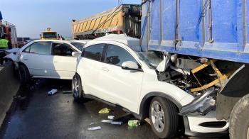 西濱21輛大小車追撞 公路總局擬增安全管理