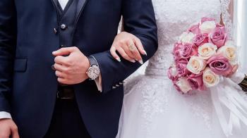 伴娘突在婚禮上向新郎告白  新娘親睹崩潰了