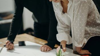 兩性薪資差距14% 女性多做51天才與男性同酬