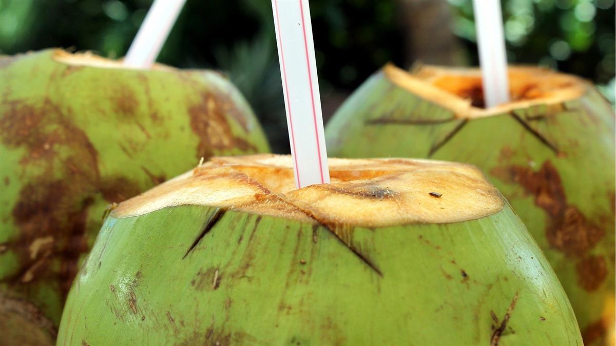 6旬翁喝椰子水「1夜戰7次」 醫揭關鍵成分:這飲料也有