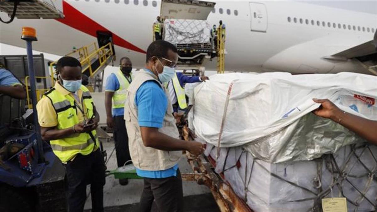 新冠疫苗:Covax捐贈計劃首批物資運抵加納