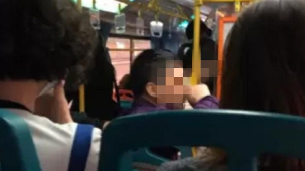 馬尾女公車上脫褲解放!超扯畫面流出 司機1舉動超反轉