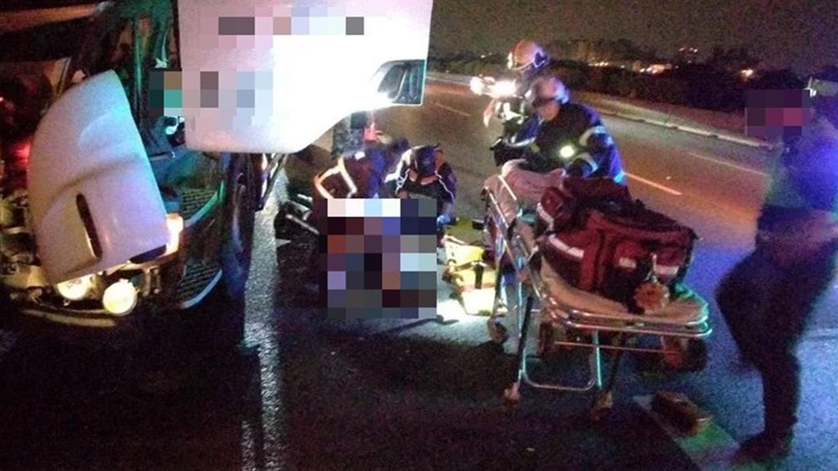 國1大貨車追撞聯結車 車頭全毀駕駛遭夾「1傷1命危」