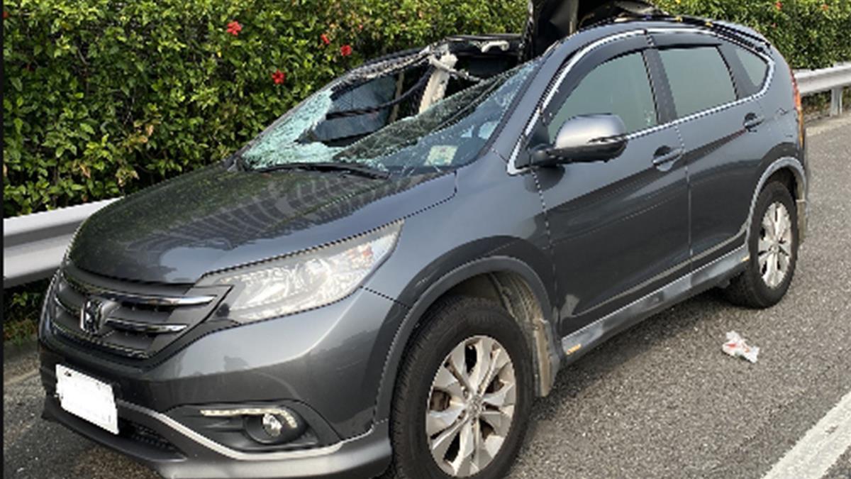 快訊/國道貨車輪胎噴飛 砸對向車「1女坐副駕慘死」