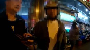 男酒醉拉巡邏車門又比不雅手勢 遭員警壓制上銬