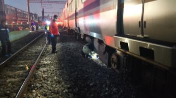 快訊/路人闖入鐵軌遭撞死 台鐵嘉義=民雄10人下車接駁