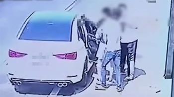 連假最扯案!4男同車遊墾丁內鬥 拖下車3打1