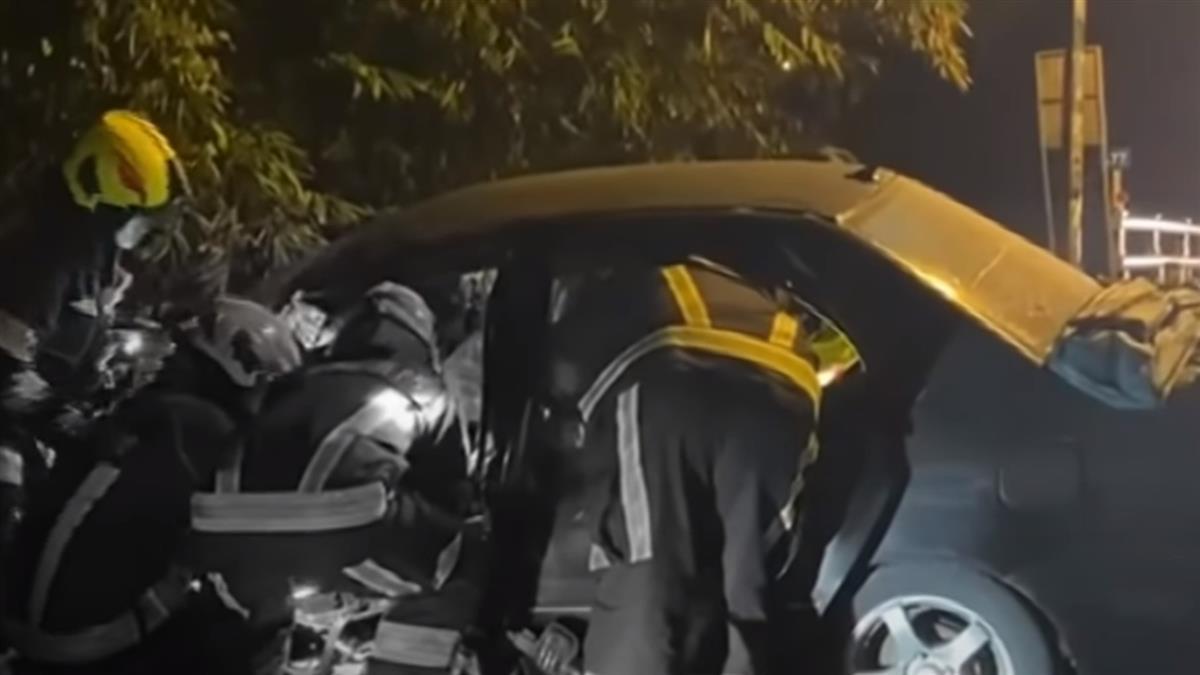 大學生開車出門疑路不熟自撞橋下護欄 駕駛四肢骨折