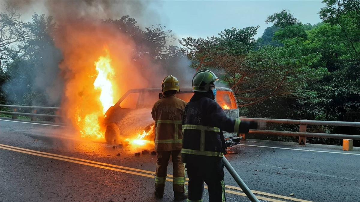 快訊/蘇花公路2車對撞成火球 現場嚴重回堵