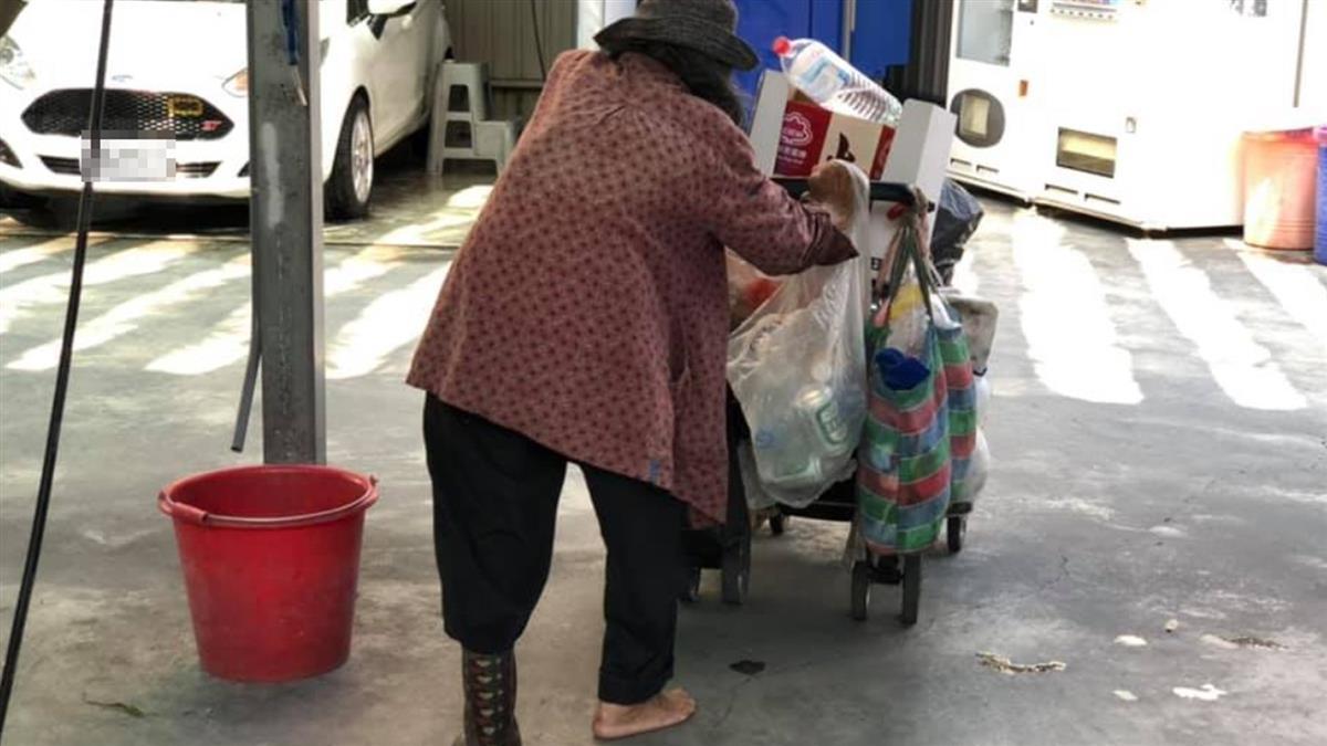 拾荒婦一隻腳沒穿鞋 洗車男「霸氣暖舉」逼哭萬人
