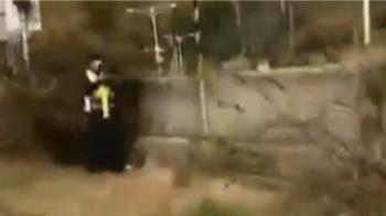獨/警躲樹叢旁抓重機超速 目擊騎士批:恐害摔車