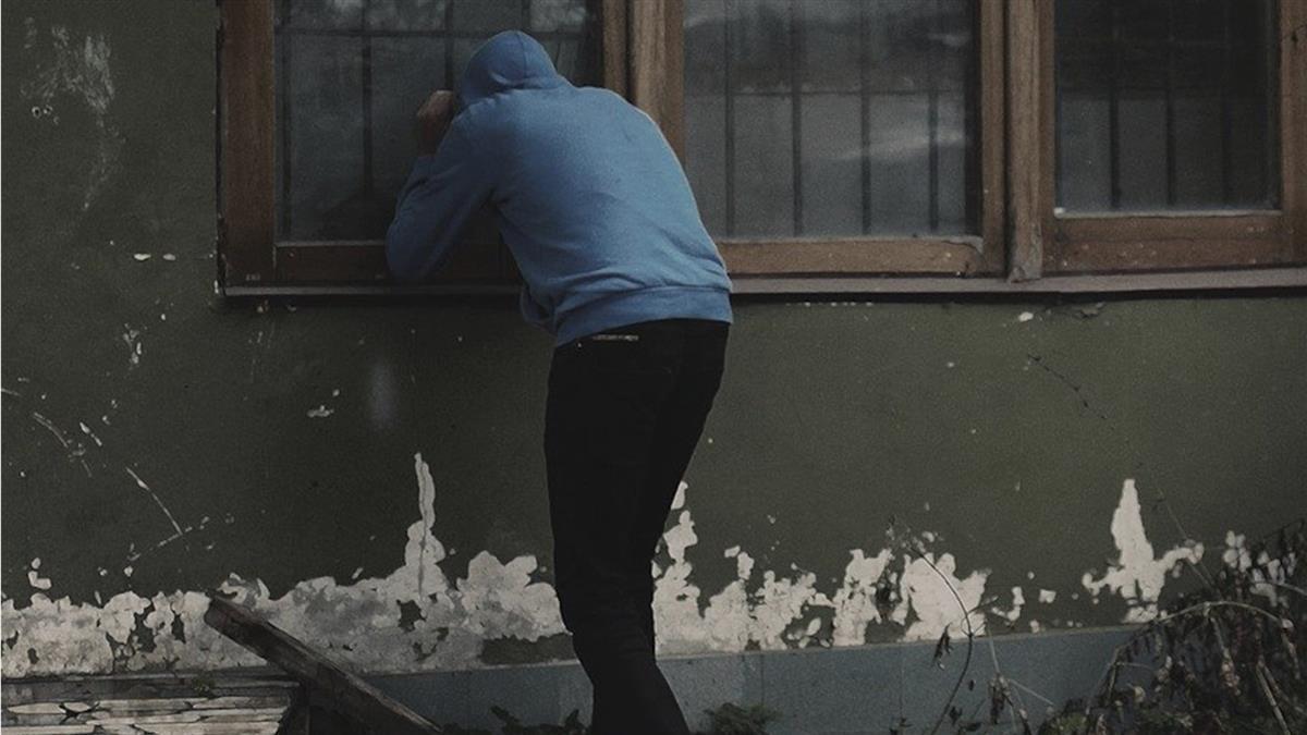 工人愛上麵包妹「貼窗緊盯健身」 苦追4個月下場出爐
