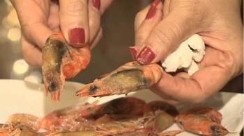 活蝦汆燙頭變黑!婦質疑是「殭屍蝦」 攤販秒否認