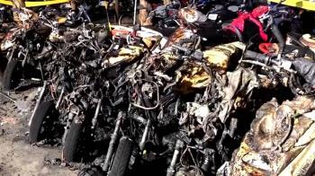 女燒紙引燃大火 機車停車場45機車燒毀損失慘重