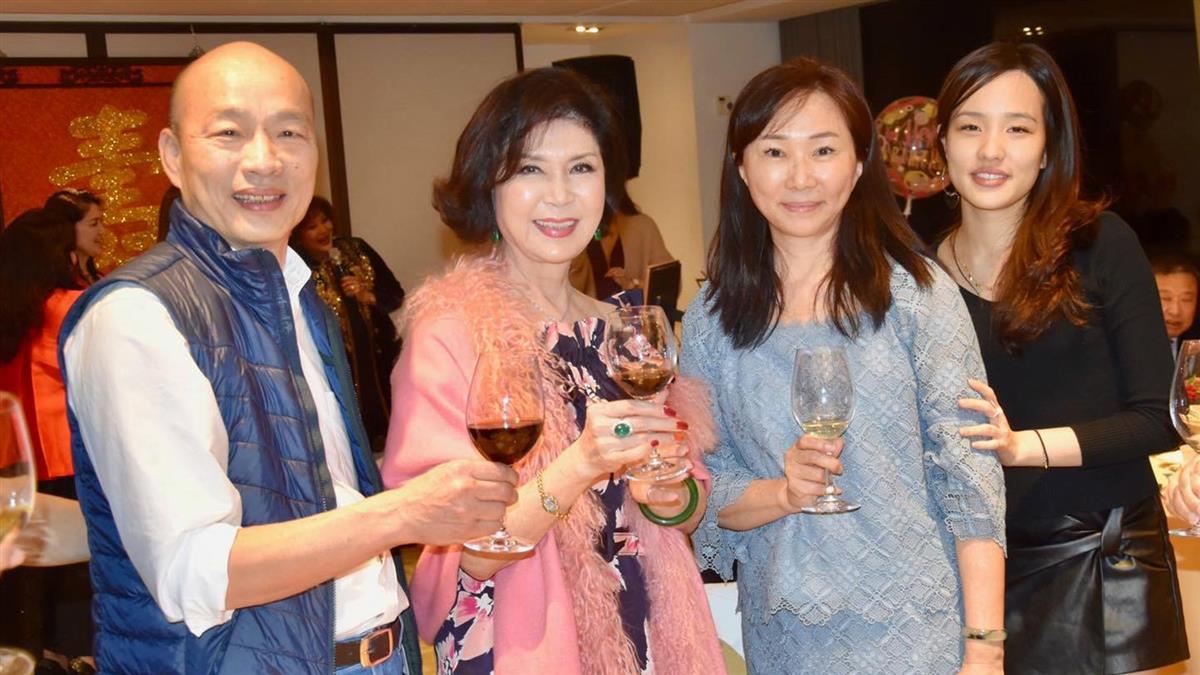 韓國瑜一家現身女星生日宴 眼尖網友驚呼:不一樣了