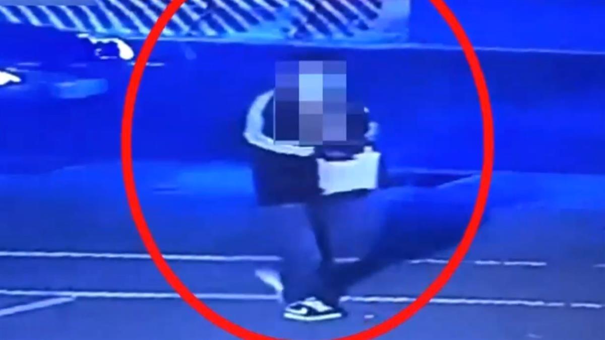 妹子背名牌包台北大學慢跑 遭壯男搶劫「拖行雙腿爆血」