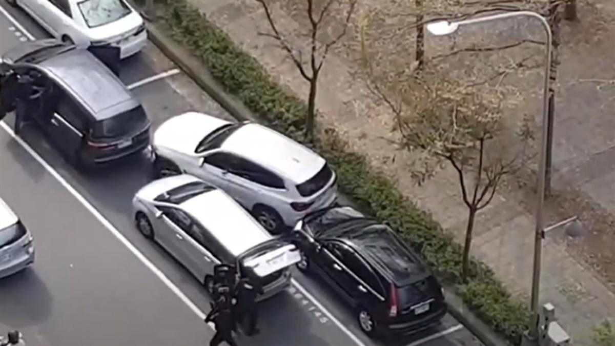 裝GPS追蹤富商「匪開槍卡彈」 兩警冒死擊斃嫌犯