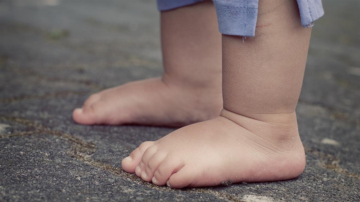 3歲童肚痛「媽媽Bye Bye」昏迷 醫一看嚇壞:破掉了