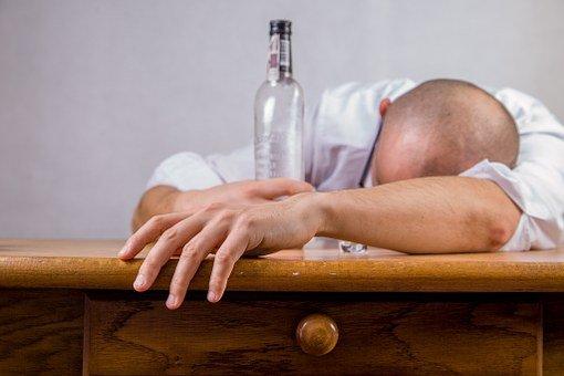 男子, 酒精, 宿醉, 饮酒课, 醉酒, 酒类, 成瘾, 酒鬼, 醉酒男子