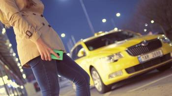 女優找不到錢包「身體付車資」 計程車司機抓狂了