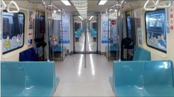 國中弟搭捷運狂吐噴滿地 乘客下秒1舉動暖哭全場